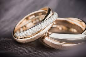 finding his and hers unique wedding bands