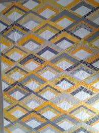 "Yellow and Gray Fire Drill Quilt with Scallop Quilting Tutorial ... & I liked Elizabeth's quilting that she used for her quilt, I believe  somewhere out there it is called ""dogwood"" but I forget who exactly came up  with the ... Adamdwight.com"