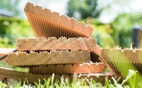 Die massivholzdielen aus eiche bilden die einstiegsklasse. Holzterrasse Bauen Anleitung Tipps Und Kosten Mein Schoner Garten