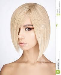 Mooie Aziatische Vrouw Met Blonde Kort Haar Stock Foto Afbeelding