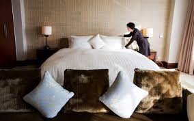 How Much You Should Tip Hotel Housekeeping | Utter Buzz!