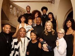 Eddie Murphy Takes Christmas Family Photo With His 10 Kids