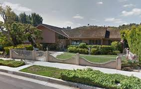 Kenneth In The  Did Pokémon Go Assholes Ransack The Brady - Brady bunch house interior pictures