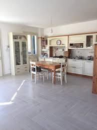 Sala da pranzo moderna mobili soggiorno within come arredare una