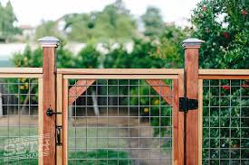 Welded wire fence gate Diy Hogwireweldedwireredwoodfencecustombuildstuff Stuff Seth Makes Redwood Fence With Hogwire Mesh Stuff Seth Makes