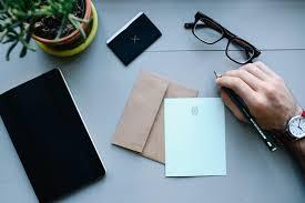 La carta de recomendación laboral es un elemento que debe estar redactado con algunas especificaciones, aca te explicamos como redactarla por lo general, cuando se redacta una carta de recomendación laboral esta debe utilizar un tono de formalidad. Carta De Recomendacion Personal Y Laboral Ejemplos Y Partes
