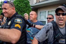 Photos as police arrest bias-suspect ...
