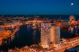 Upea Hotelli Ja Eläväinen Kohtauspaikka Clarion Hotel Helsinki