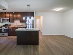 hillwood premium renovated apartment with hardwood flooring and kitchen island hillwood and stoneridge