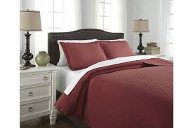 alecio king quilt set in red by ashley from gardner white furniture