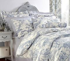 vintage bedroom design interior ideas with pure cotton duvet cover set and blue toile de
