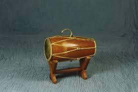 Alat musik tradisional jawa barat ini tergolong dalam alat musik idiofon, yang maksudnya menghasilkan suara dari getaran keseluruhan alat musik itu sendiri. 23 Alat Musik Betawi Disertai Gambar Dan Penjelasan Lengkap