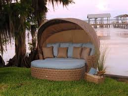 image of hallo wicker outdoor daybed with canopy