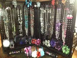 charm and beauty jewelry display featuring papar