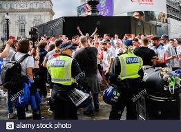LONDON, GROSSBRITANNIEN. Juli 2021. Die Fans versammeln sich in der Euro  2020 Fan Zone im Piccadilly Circus vor dem UEFA Euro 2020 Finale zwischen  England und Italien am Sonntag, den 11. Juli