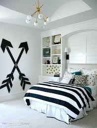 DIY Modern Teen Girl Bedroom with Wooden Wall Arrows. Pick one cute bedroom  style for