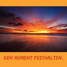 Momente Genießen Indem Man Mit Dem Herz Fotografiert