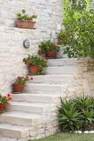 Möglichkeiten zum wohnung dekorieren gibt es. Garten Deko Ideen Die Garten Oder Haustreppe Mit Blumen Dekorieren