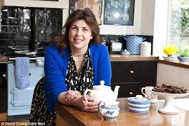 kirstie allsopp now 43 has once again aired her controversial views on delaying motherhood