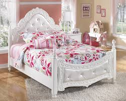 Poster Bedroom Furniture Buy Exquisite Full Poster Bed By Signature Design From Www