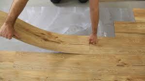Der fußboden besteht nun eigentlich aus drei schichten. Vinylboden Kleben Die 4 Arten Klebevinyl Zu Verlegen Planeo
