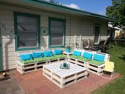 DIY pallet patio furniture 8 pallets $16 weatherproofing stain