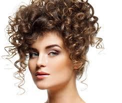 Acconciature Per Cerimonie Capelli Ricci Hairstyles Popolari In