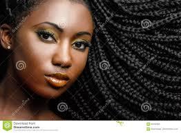 Portrait Cosmétique Africain De Femme Montrant La Coiffure