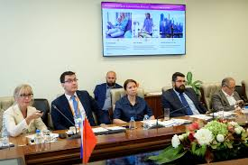 the head of the international and interregional cooperation department of the moscow chamber of commerce and industry took part in the round table