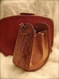 unique design leather embossed bag good condition no tears no stains 10 1 2 l x 8 3 4 h and handle 10 log