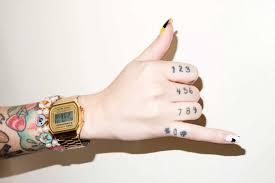 красивые тату на пальцах для мужчин и девушек с фото и примерами