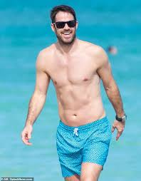 Jamie redknapp and jamie carragher talk about the europa league's affect on tottenham. Shirtless Jamie Redknapp 46 Plays On Miami Beach With Sons Daily Mail Online