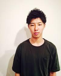 マッシュ系でおでこ見せたヘアスタイルのイメージ 京都市 メンズ