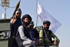 حركة طالبان تستعرض في قندهار معدات عسكرية أمريكية مصادرة- (صور وفيديو)