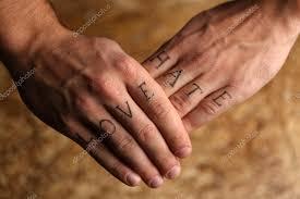 Tetování Nápisy Na Mužské Prsty Stock Fotografie Belchonock