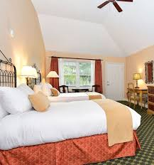 accessible one queen one double room