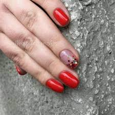 Manikúra červené Odstíny Se Vzorem Pro Fatální A Jasné červená A