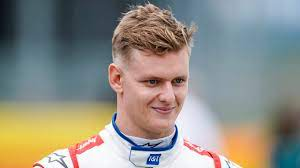 Before moving to michael's current city of merrick, ny, michael lived in east rockaway ny and lloyd harbor ny. Emotionaler Moment Mick Schumacher Im Ersten Auto Von Papa Michael Formel 1 Bild De