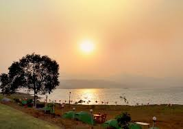 Pawna lake camping is very popular camping destination in lonavala. Pawna Lake Camping For Couple Movie Night And Candlelight Dinner