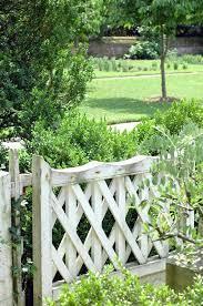 practical and pretty garden fence ideas