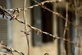 Жителя Старобільська визнано винним у вчиненні кримінальних правопорушень та призначено покарання у вигляді позбавлення волі