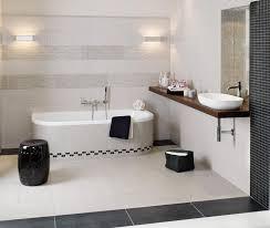Badezimmer Gestalten Mit Fliesen In Schwarz Weiß Fl