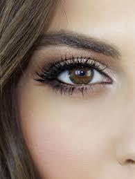 stunning makeup look for brown eyes