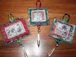 Quilted Christmas Ornaments - a gallery on Flickr & Mini Christmas Quilts Adamdwight.com