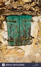 Alte Fensterläden Aus Holz Auf Einer Steinmauer Mit Abblätternde