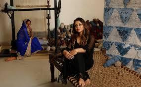 gauri khan with weavers 2