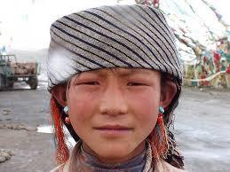 Dziewczynka na przeleczy, biala plama na czapce to platek sniegu - blog_130_l_c67bb279