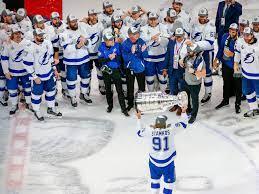NHL: Tampa Bay Lightning gewinnt zum ...