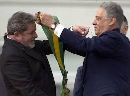 Resultado de imagem para Fotos de Lula recebendo a faixa de FHC