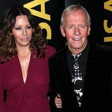 They first married in 1990 at the set of the crocodile dundee. Paul Hogan Is Divorced Celebrity News Showbiz Tv Express Co Uk